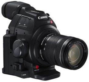 Canon EOS C100 Mark II + ob. 18-135 STM